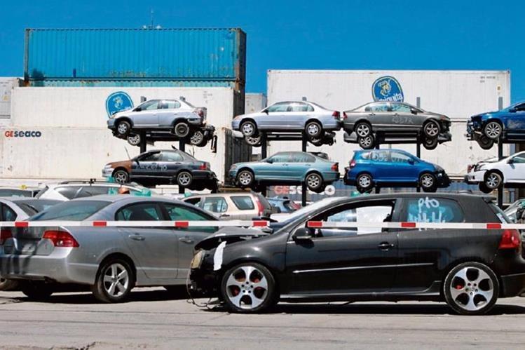cientos de automóviles ya fueron liberados en la aduana de Puerto Barrios.