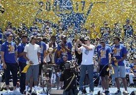 El equipo de Golden State celebró a lo grande con su afición.