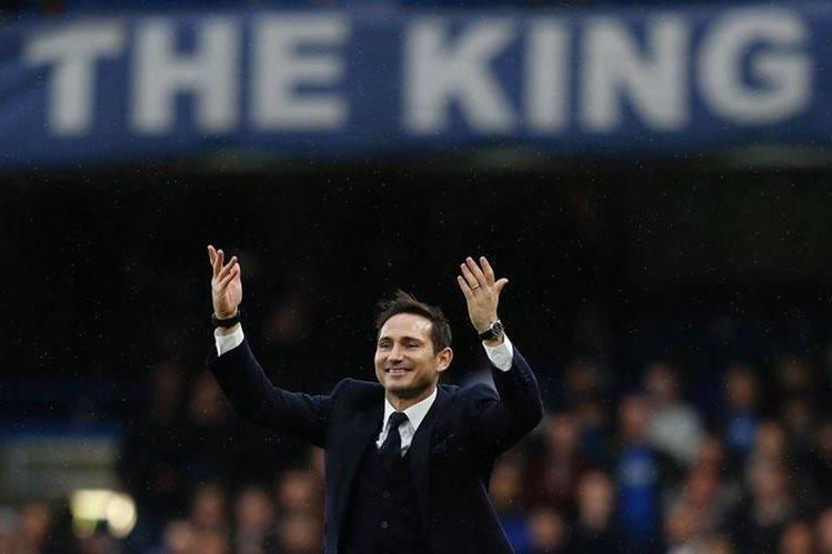 Lampard fue recibido como se lo merece en Stamford Bridge esta tarde. (Foto Prensa Libre: AFP)