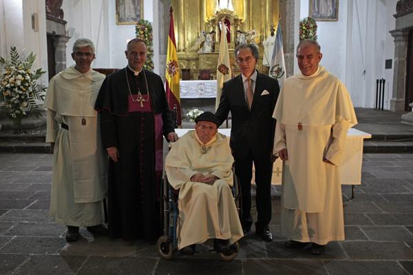 España entrega orden de Isabel la Católica para un religioso mercedario Jose María Delgado Varela. (Foto Prensa Libre: EFE)