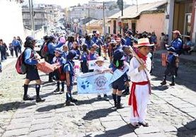 Unos 400 niños y jóvenes participaron en la caminata en conmemoración al 110 aniversario de fundación del movimiento Scout en Xela. (Foto Prensa Libre: María Longo)