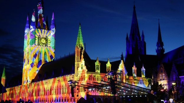 La ciudada belga de Ypres se vistió de luces para conmemorar la batalla de Passchendaele. GETTY IMAGES