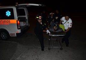 Un hombre no identificado resultó herido de bala en el inmueble en el cual fue ultimado Martín Vásquez. (Foto Prensa Libre: Bomberos Municipales)