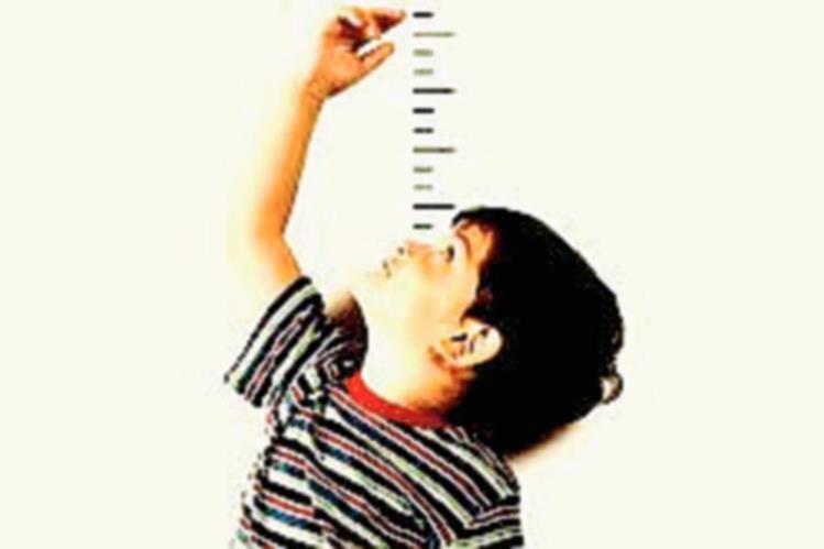Es importante medir la estatura de los niños, al menos cada dos meses. (Foto Prensa Libre: Hemeroteca PL)