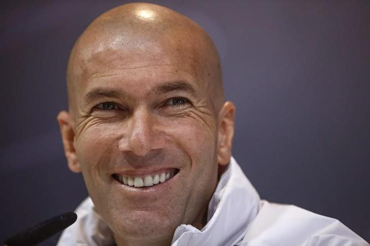 Zinedine Zidane se muestra positivo de cara al crucial juego contra el Villarreal. (Foto Prensa Libre: EFE)