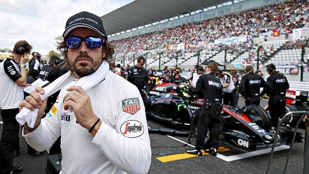 El piloto español Fernando Alonso se prepara para el Gran Premio de Gran Bretaña en el circuito de Silverstone. (Foto Prensa Libre: Hemeroteca)