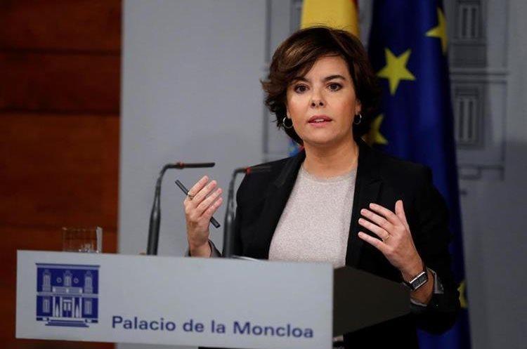 La vicepresidenta del Gobierno, Soraya Sáenz de Santamaría, durante su comparecencia en Moncloa. (EFE).