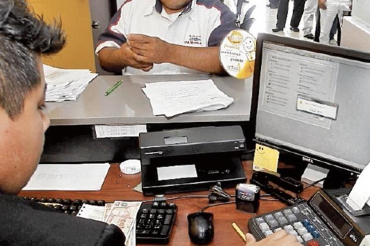 Empresarios reclaman al Minfin agilizar la devolución del crédito fiscal. (foto Prensa Libre: Hemeroteca PL)