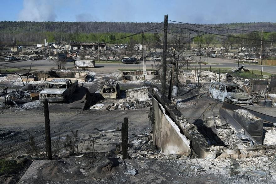 Más de cien mil personas han sido evacuadas por los incendios forestales en Canadá. (Foto Prensa Libre: EFE).