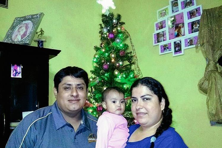 Bernabé Abimael González Leal junto a su esposa Martha Hortensia Argueta Juárez y su hija Alison murieron en el percance. (Foto Prensa Libre: Eduardo Sam)