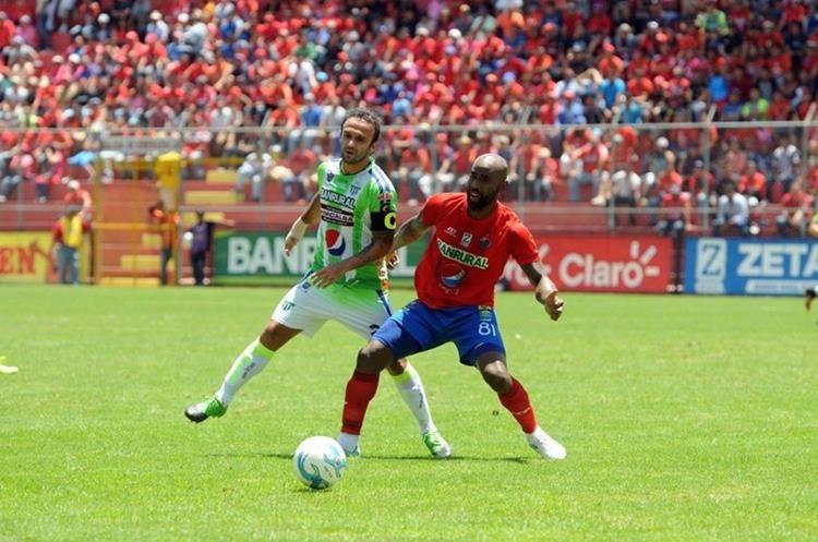 José Contreras fue pitado por la afición escarlata este domingo en El Trébol. (Foto Prensa Libre: Jeniffer Gómez)