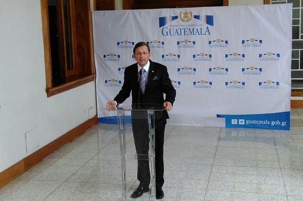 El vocero presidencial, Heinz Heimann, aseguró que el miércoles se conocerá la decisión del presidente Jimm Morales. (Foto Prensa Libre: Geovanni Contreras)
