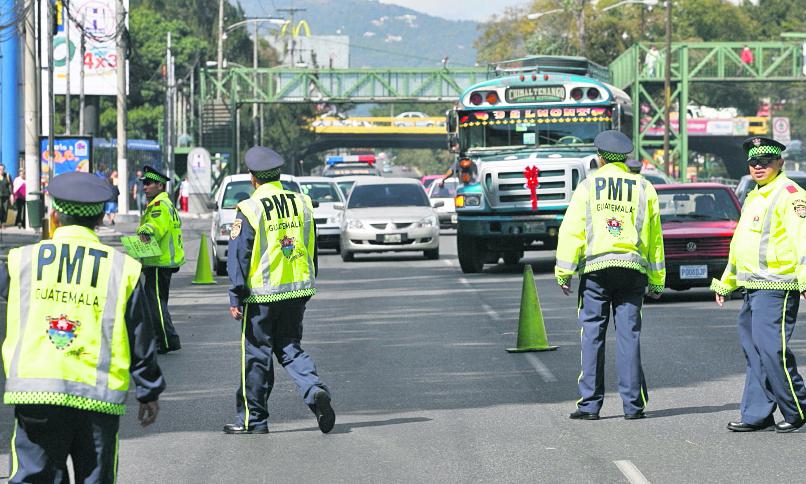 PMT busca con el nuevo personal mejorar el tránsito en las zonas 1, 6, 7, 11, 12 y 18. (Foto Prensa Libre: Hemeroteca PL)