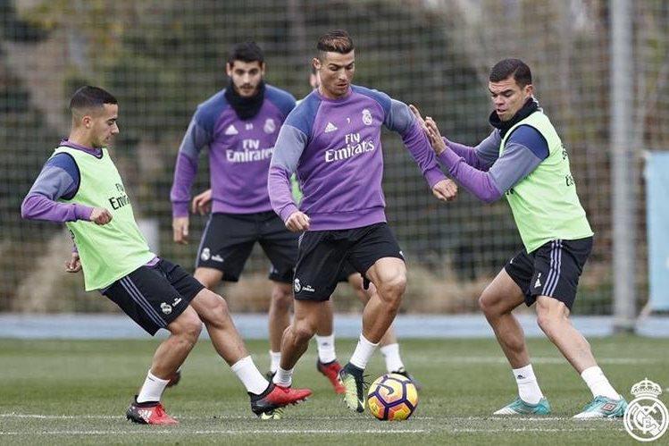 El portugués Cristiano Ronaldo tendrá descanso y no estará en el juego del fin de semana contra el Deportivo La Coruña. (Foto Prensa Libre: Real Madrid)