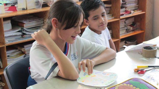"""""""A los niños les da gusto definirse como una escuela en la que te tratas bien"""", dice Galindo, quien implementó el método en su escuela en Querétaro en agosto del año pasado. (Foto, Erik Erikson)"""