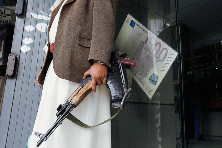 Rebeldes hutíes chiíes liberaron a unos mil 200 detenidos este martes de una prisión en Yemen. (Foto Prensa Libre: EFE).