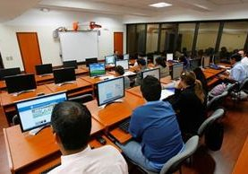 Universidades apuestan por carreras más afines a la tecnología e Ingeniería en Sistemas. (Foto Prensa Libre: Hemeroteca PL)