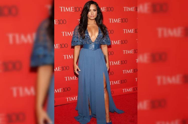 Demi Lovato posa a su llegada para la gala Time de las 100 personas más influyentes del mundo en abril de 2017, en Nueva York. (Foto Prensa Libre: EFE)
