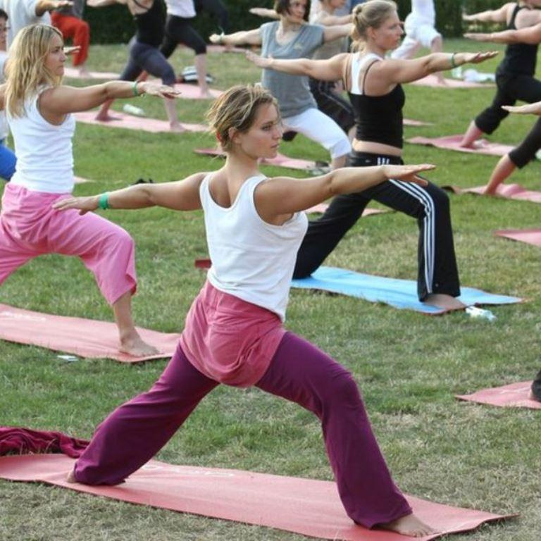 Una alternativa para reducir los efectos de la contaminación es realizar ejercicios de flexibilidad. (GETTY IMAGES)