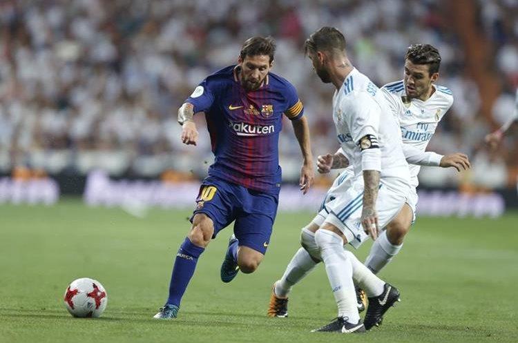 Lionel Messi es uno de los jugadores más eficientes en el terreno de juego del Barcelona. (Foto Prensa Libre: AP)