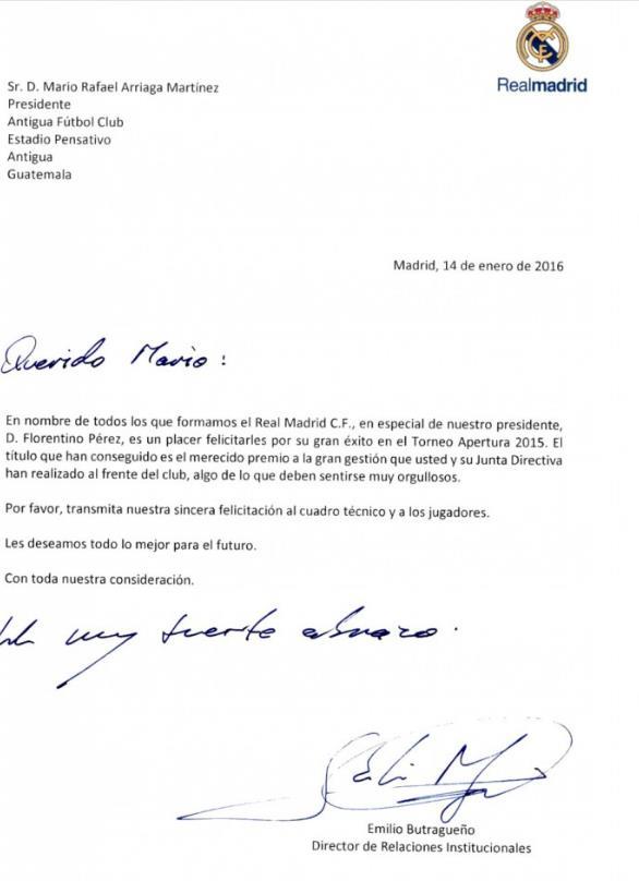 Esta es la carta que envió el equipo del Real Madrid a Antigua GFC. (Foto Prensa Libre)