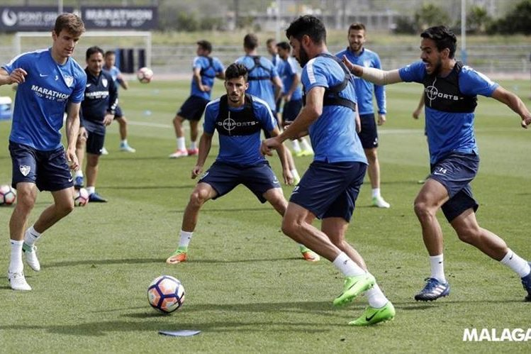 Entrenamiento de los jugadores del Málaga, previo a enfrentar al Real Madrid. (Foto Prensa Libre: Twitter Málaga)