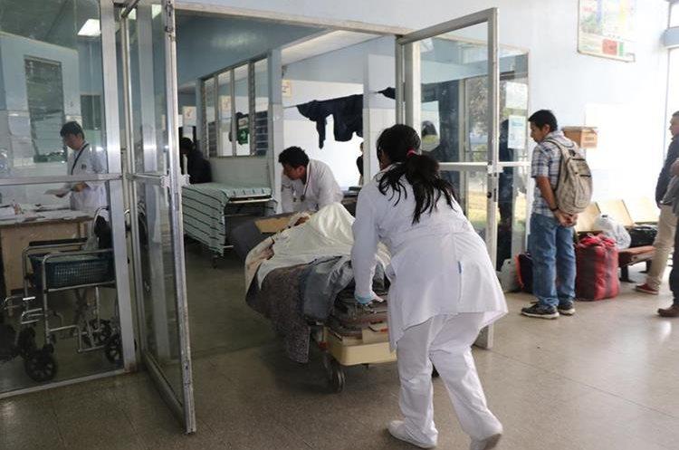 Miguel Guachiac Sohom, fue trasladado a la unidad de cuidados intensivos.(Prensa Libre: Whitmer Barrera)