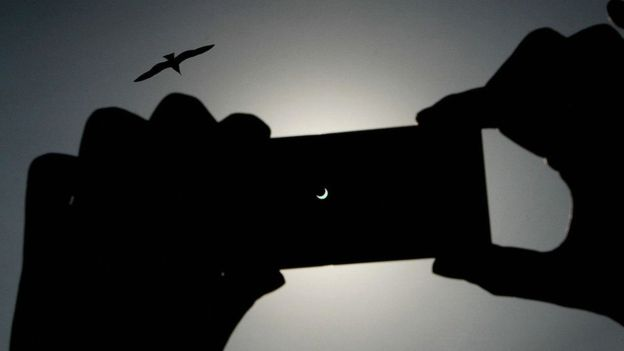 Durante los eclipses, la Luna, la Tierra y el Sol están alineados. GETTY IMAGES