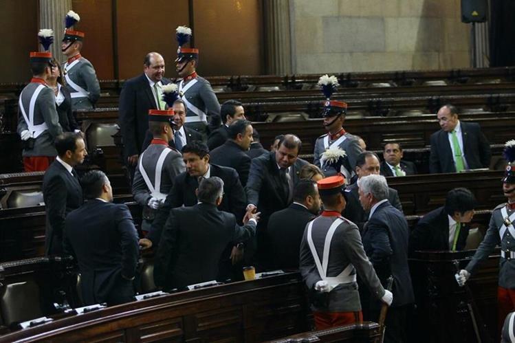 Junta Directiva de 2017 hace el juramento en la sesión solemne. (Foto: Erick Avila)