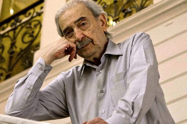 el escritor argentino tiene 82 años de edad.