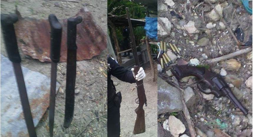 Armas decomisadas a Darwin Martínez Abzún, en Quezaltepeque, Chiquimula. (Foto Prensa Libre: PNC)