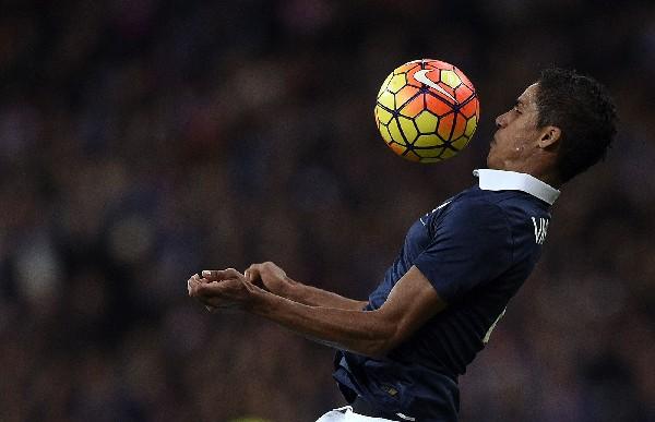El defensa francés, Raphael Varane se perderá la Eurocopa, por lesión. (Foto Prensa Libre: AFP)