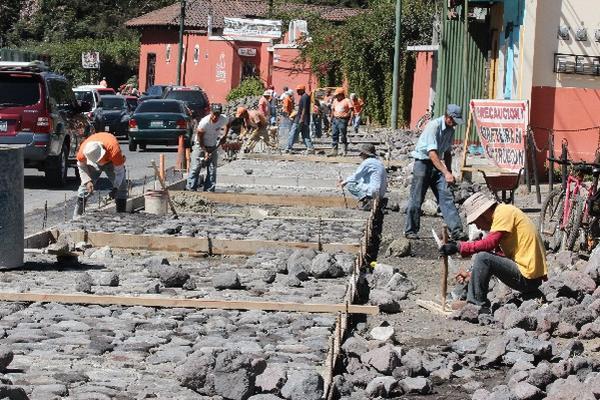 Pobladores se oponen al empedrado en  ingreso a  Antigua Guatemala.