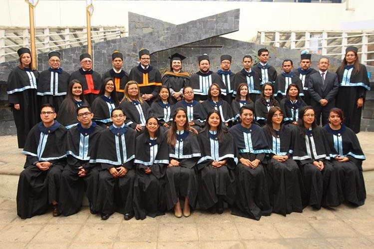 Los 22 estudiantes lograron vencer obstáculos. (Foto Prensa Libre: Álvaro Interiano)