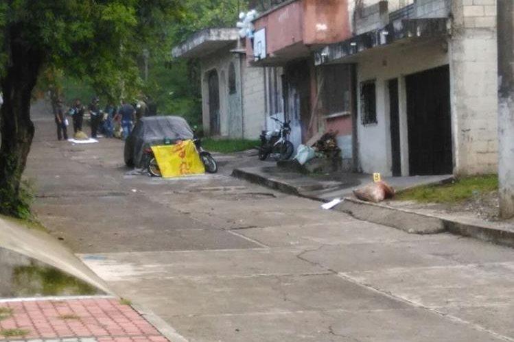 Restos de dos hombres fueron localizados adentro de costales en la colonia El Búcaro, zona 12 de Villa Nueva. (Foto Prensa Libre: Estuardo Paredes)
