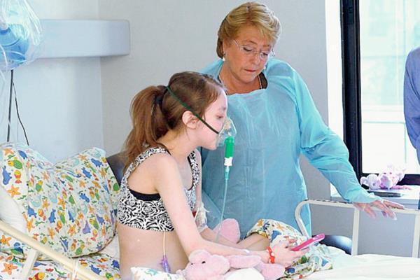 Valentina Maureira, que tomó notoriedad tras solicitar la eutanasia a la presidenta chilena, Michelle Bachelet.