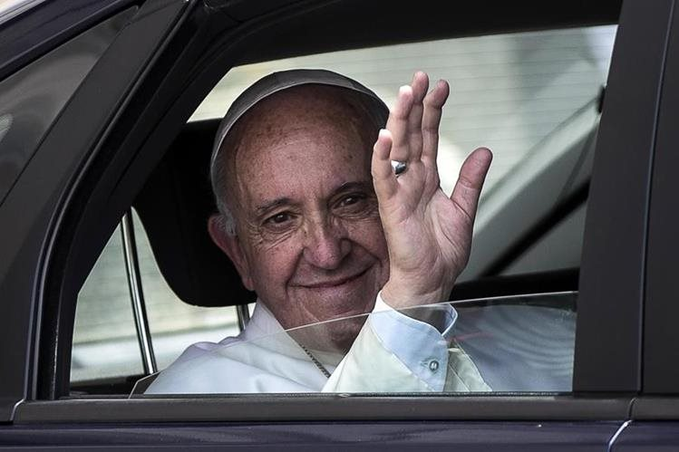Papa pide transformar la fe en obras en favor de los pobres. (Foto Prensa Libre: EFE)