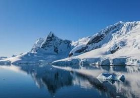 Si se descubre actividad en los volcanes, esto puede desestabilizar aún más las capas de hielo de Antártica Occidental, dicen los autores del estudio. GETTY IMAGES