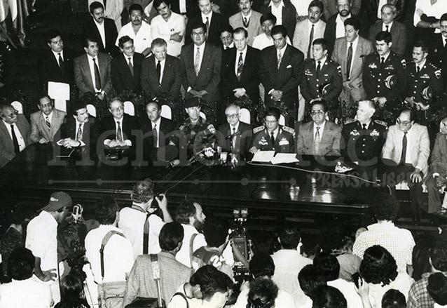 La Corte de Constitucionalidad anuló las medidas temporales de gobierno decretadas por Serrano el 25 de mayo de 1993 declarándolas inconstitucionales, de esa manera el país regresó a la institucionalidad. (Foto: Hemeroteca PL)