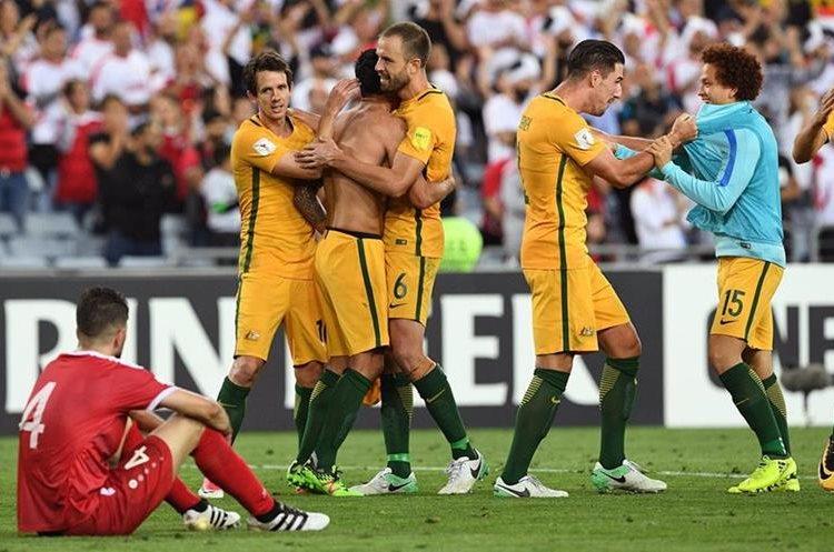 La selección de Australia que juega en la Federación Asiática de Futbol tendrá una última oportunidad para decir presente en la Copa del Mundo Rusia 2018. (Foto Prensa Libre: AFP)
