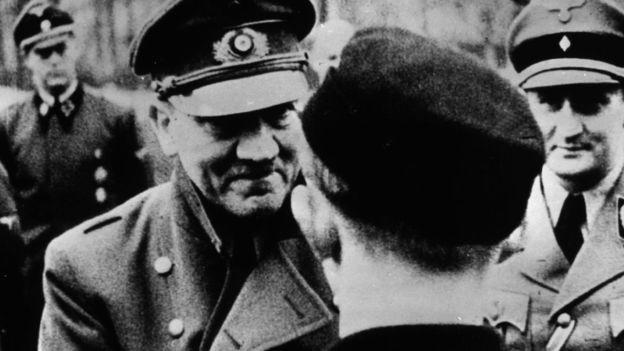 Aunque es un ícono de la maldad, no se suele recordar que fue un político exitoso. Esta es la última fotografía tomada de él en 1945. GETTY IMAGES