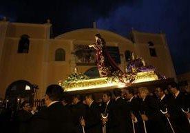 La imagen de Santa María Magdalena regresó al templo debido a los aguaceros.