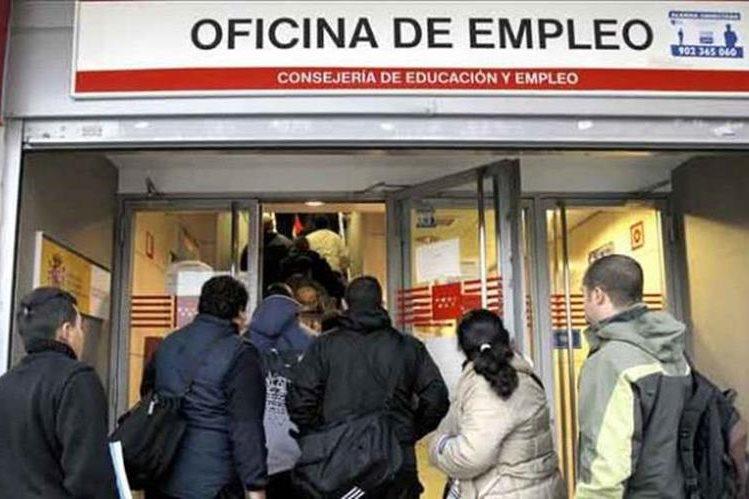 Las pequeñas alzas salariales no han logrado elevar a millones de estadounidenses en la escala económica. (Foto Prensa Libre: que.es)