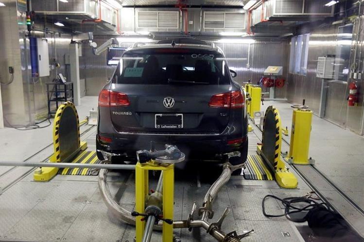 El vehículo tenía un software que reducía las emisiones en las pruebas. (Foto Prensa Libre: AP)