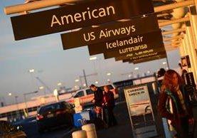Zonas cercanas al aeropuerto han sido evacuadas. (Foto Prensa Libre: AFP).
