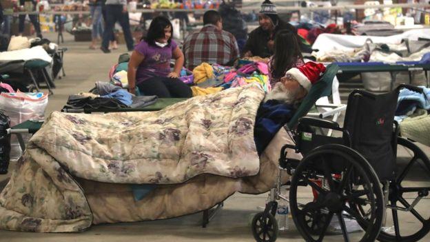 Las personas que se vieron obligadas a desalojar sus hogares esperan poder regresar pronto a sus casas. EPA