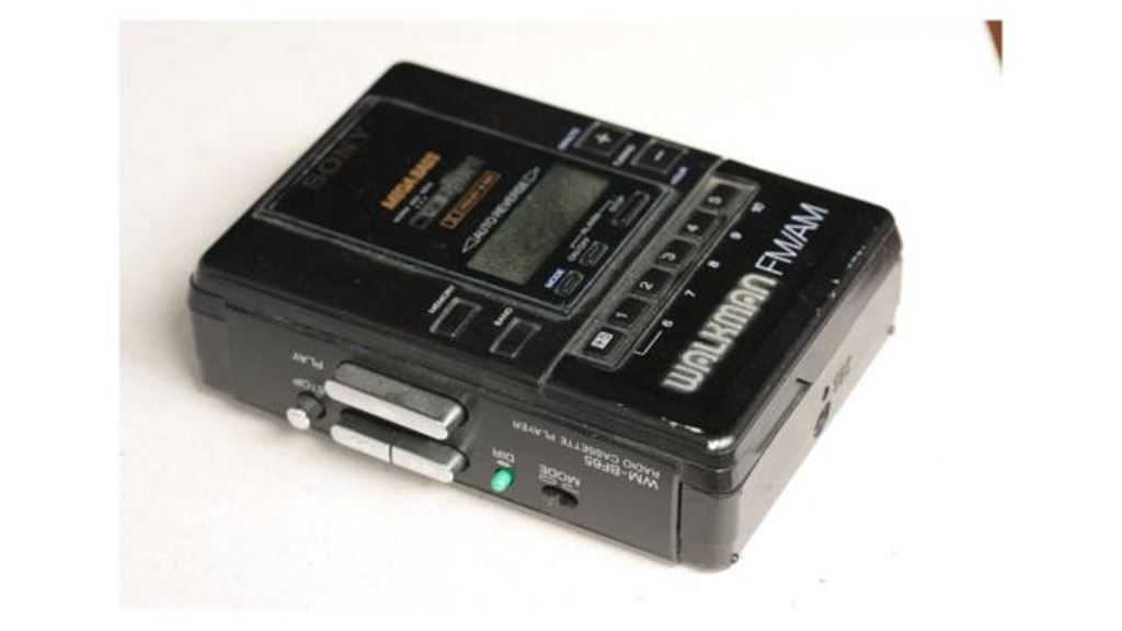 ¿Tienes uno de estos aparatos en casa? No lo botes a la basura. Algunos pagarían por él más de lo que piensas. BBC MUNDO