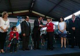 Estudiante protagonizó un momento curioso durante la visita de Enrique Peña Nieto.