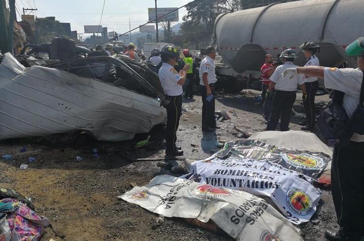 Socorristas acudieron al lugar del accidente