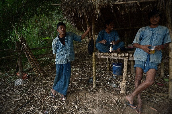 Trabajadores de la finca Black Ivory Coffee. (Foto Prensa Libre: AFP)
